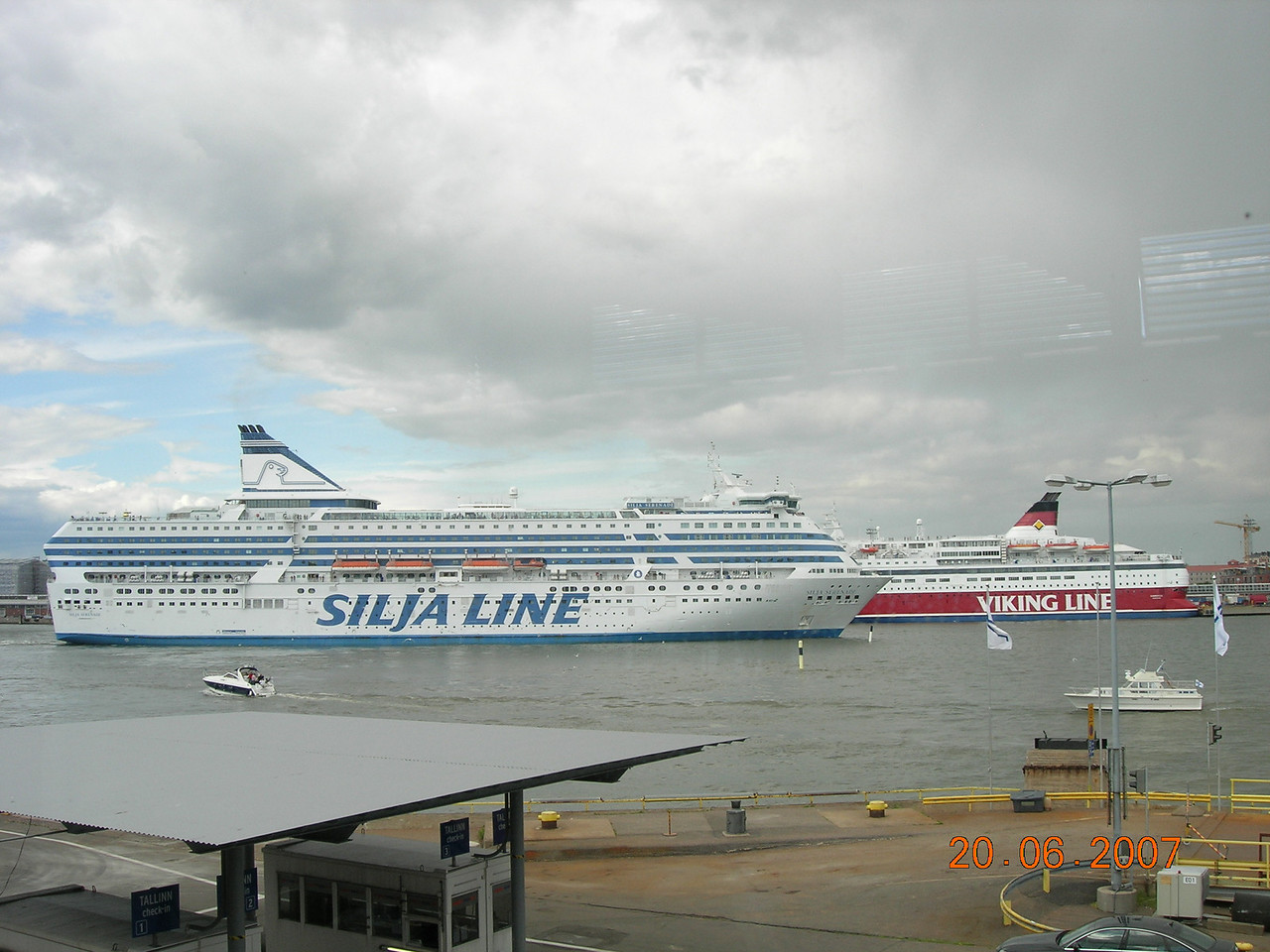 2007 - SILJA SERENADE departing from Helsinki.