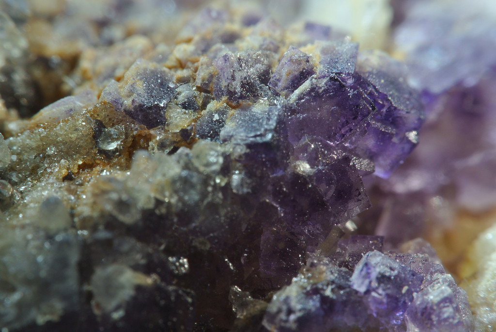 April 10 2014   Barite and fluorite, Qinglong Mine, China