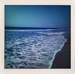 Love a mostly deserted beach.  *hugesigh*