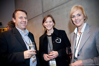 Terry Oomens (Sydney Showground), Sally de Swart and Stephanie Rowen (Reed Travel Exhibitions)