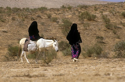 Bedouin girls in the Negev -  בדווית בנגב
