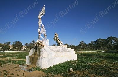 בית קברות בדוואי      Bedouin Cemetery