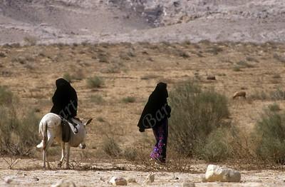 Bedouin girls in the Negev - בדווית בנגב