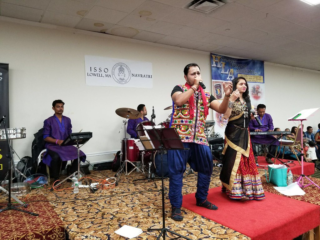 . Hetal of Roshni Productions, a renowned live band from New Jersey, provided music and entertainment for the local community