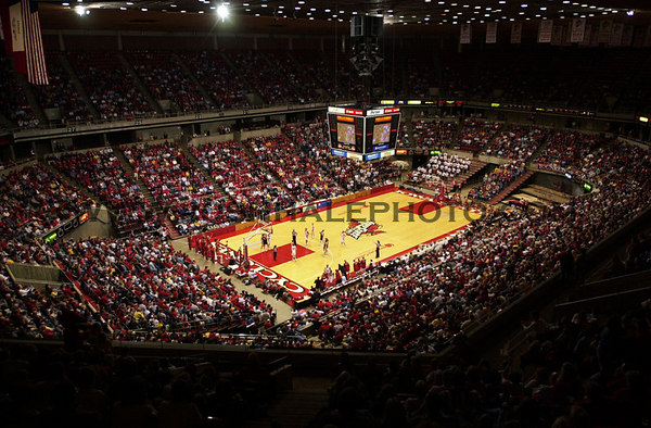Josh Hale/Iowa State Daily<br /> A packed Hilton Coliseum during the Women's basketball victory of 95-61 over Coloradon on Saturday evening.  (1-27-01)