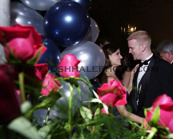 Josh Hale/Iowa State Daily<br /> Mike Larson, junior in mechanical engineering, and Lisa Schneider, junior in psychology, dance during the 2000 Engineer's Ball held in a tent on central campus Saturday evening.  (9-23-00)