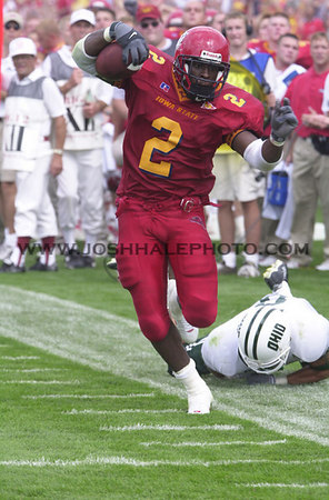 Josh Hale/Iowa State Daily<br /> Ennis Haywood avoids an Ohio defender for a first down during the third quarter of Saturday's game where Iowa State prevailed with a final score of 25-15.  (9-2-00)