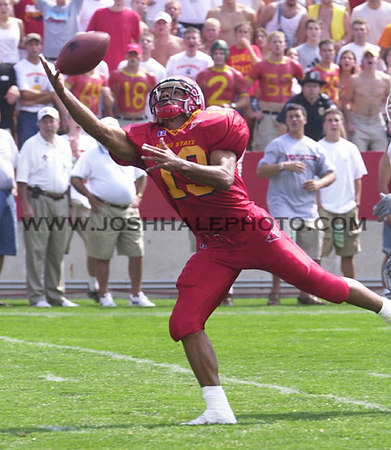 Josh Hale/Iowa State Daily<br /> Craig Campbell reaches for a pass during the first quarter of Saturday's game against Ohio which resulted in a 25-15 Cyclone victory.  (9-02-00)