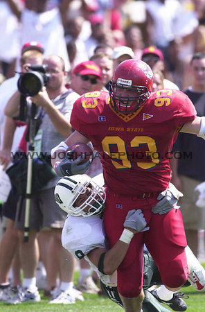 Josh Hale/Iowa State Daily<br /> Kyle Knock tries to break away from an Ohio defender during the third quarter of Saturday's game which ended with a Cyclone victory score of 25-15.  (9-2-00)