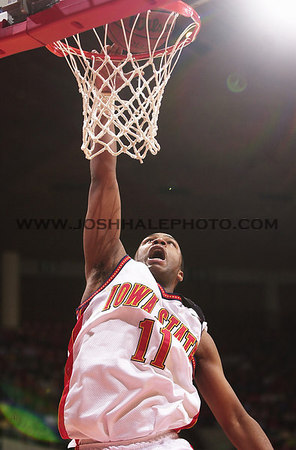 Josh Hale/Iowa State Daily<br /> Jamaal Tinsley goes up for an uncontested shot duing the men's victory of 80-63 over Texas Tech on Wednesday evening.  (2-28-01)