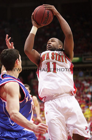 Josh Hale/Iowa State Daily<br /> Jamaal Tinsley goes up for the shot against Kansas on Saturday for the men's basketball victory of 79-71 in Hilton.  (2-17-01)