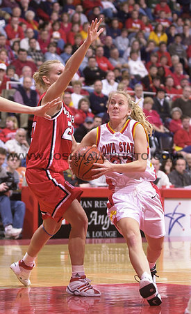 Josh Hale/Iowa State Daily<br /> Sarah Robson drive in against Nebraska on Saturday afternoon for the Cyclone victory of 89-46 in Hilton.  (1-13-01)