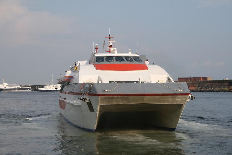 2009 - HSC ACHERNAR maneuvering in Napoli.