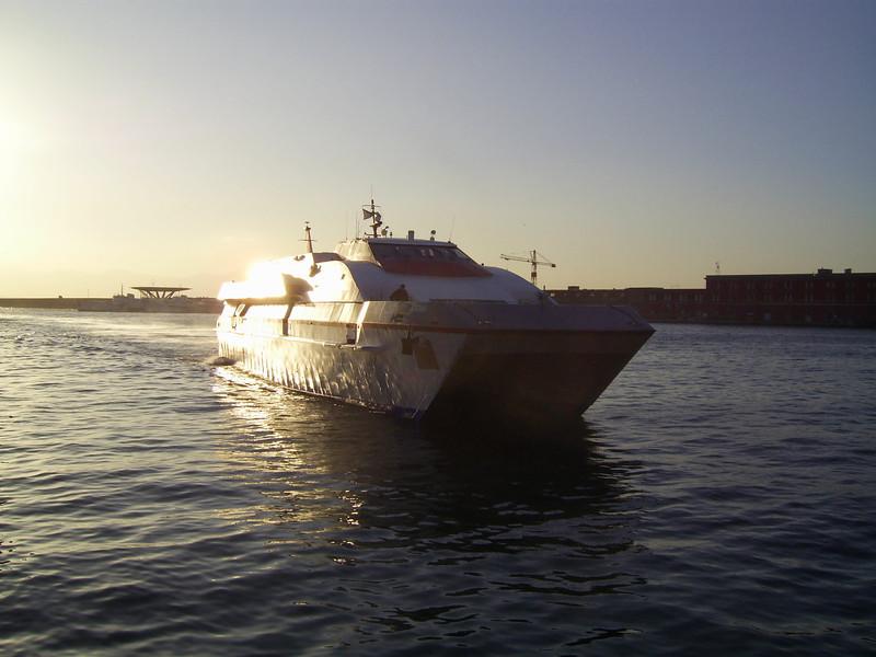 2008 - HSC ACHERNAR arriving to Napoli at sunrise.