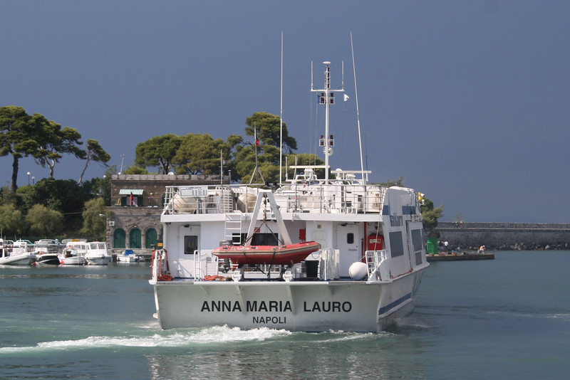 HSC ANNA MARIA LAURO departing from Ischia.