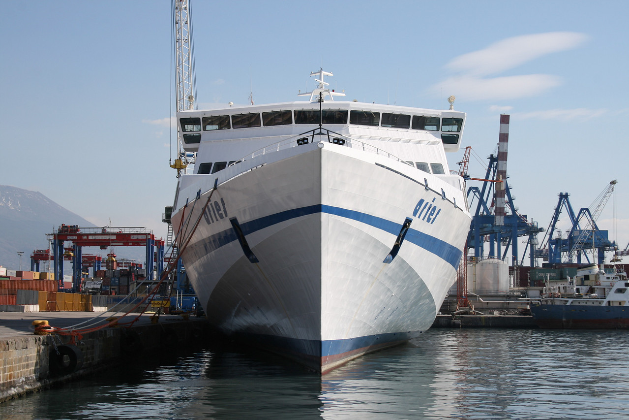 2009 - HSC ARIES laid up in Napoli. Front view.