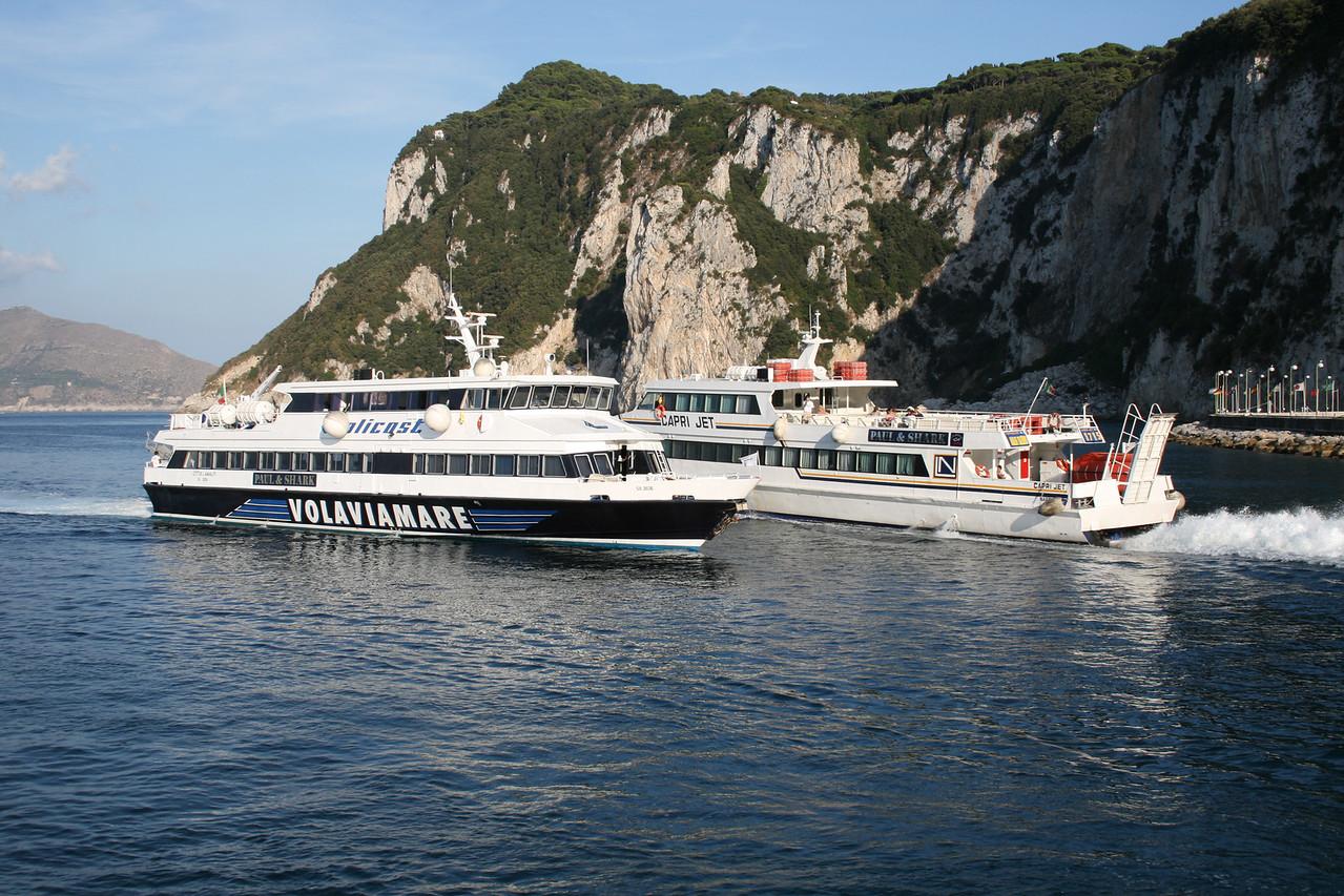 2008 - CITTA' DI AMALFI crossing CAPRI JET at the entrance of the harbour of Capri.