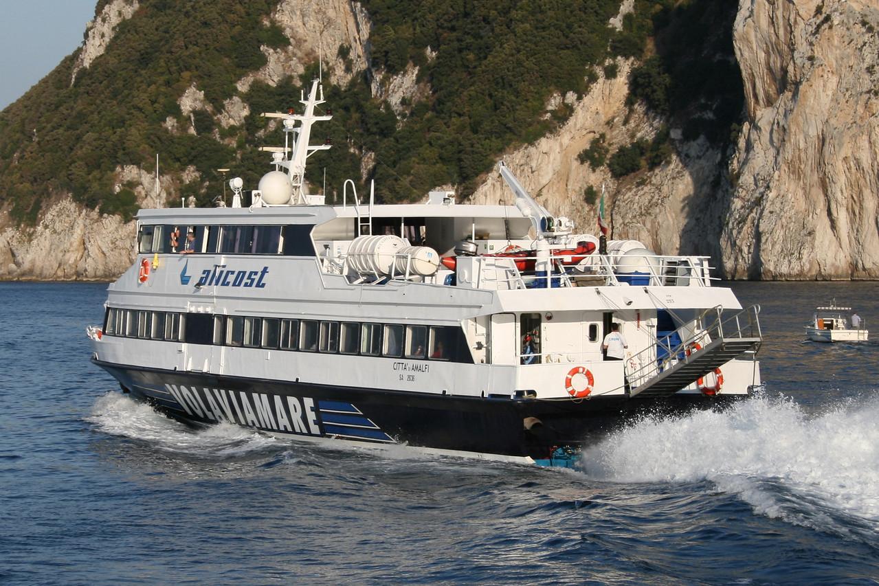 2008 - HSC CITTA' DI AMALFI departing from Capri.