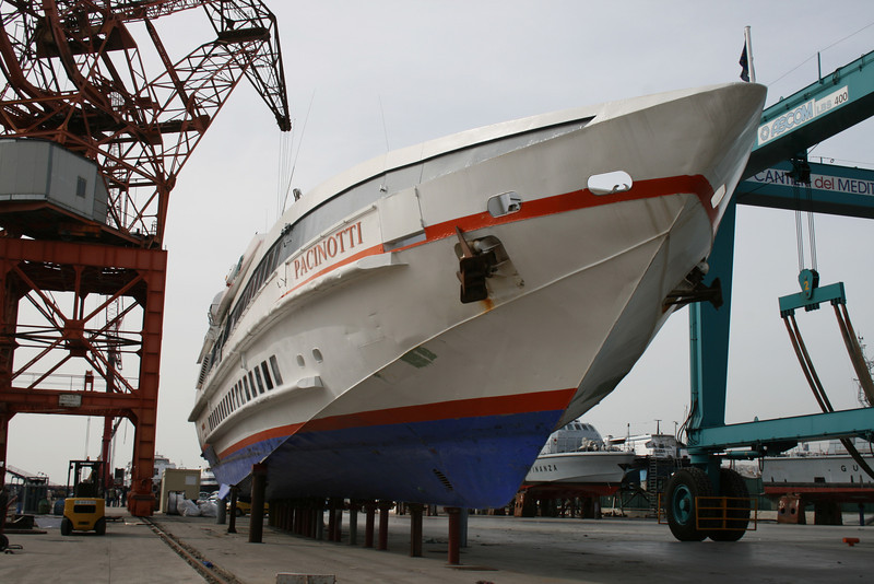 2008 - DSC PACINOTTI laid up in dry dock in Napoli.