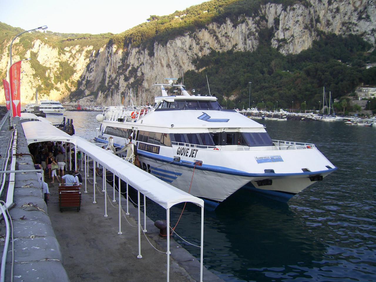 GIOVE JET mooring in Capri.