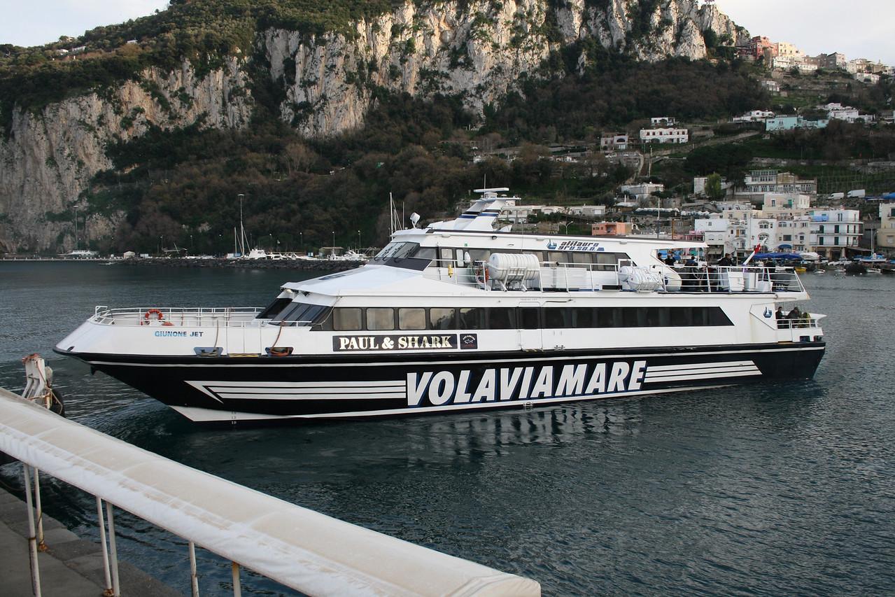 GIUNONE JET maneuvering in Capri.