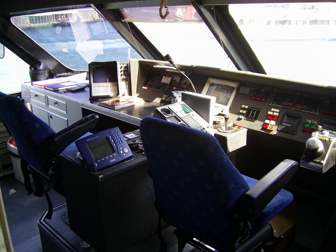 2010 - On board ISCHIA JET : the bridge.