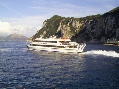 2007 - ISCHIA JET departing from Capri.