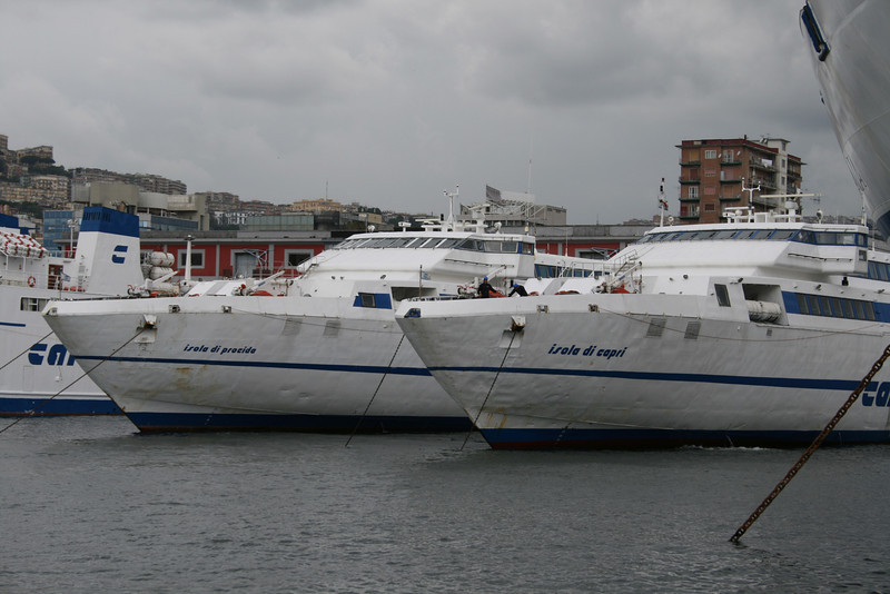 2008 - Fast sisterships ISOLA DI CAPRI and ISOLA DI PROCIDA together in Napoli at change on route due to maintenance works. They usually doesn't meet in regular service.