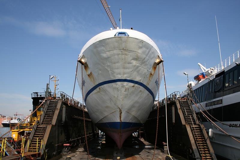 2009 - HSC ISOLA DI CAPRI in dry dock in Napoli.