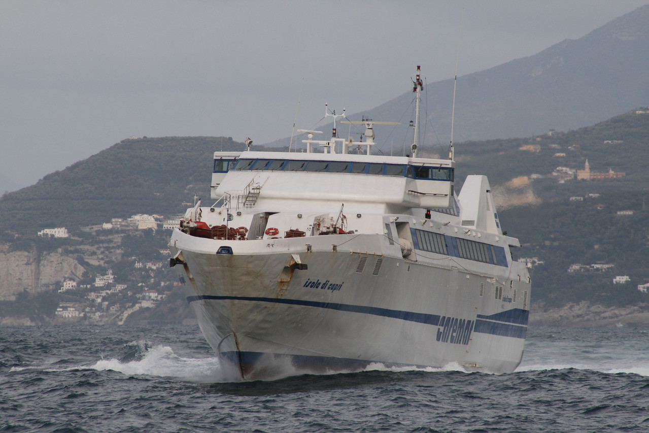 2009 - HSC ISOLA DI CAPRI sailing on a bad sea.