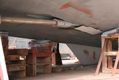 2011 - HSC ISOLA DI PROCIDA in dry dock in Napoli : under the stern , propeller shaft.