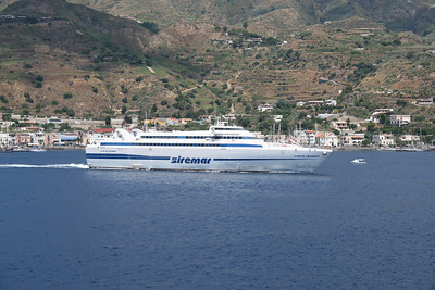 2009 - HSC ISOLA DI STROMBOLI departing from Lipari.