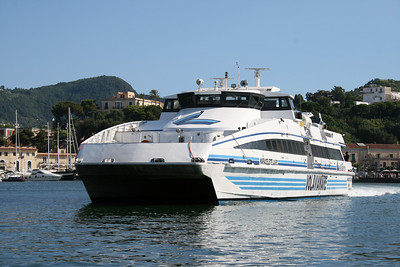 2008 - HSC MARIACELESTE LAURO departing from Ischia.