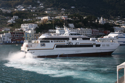 2010 - HSC PONZA JET maneuvering in Capri.