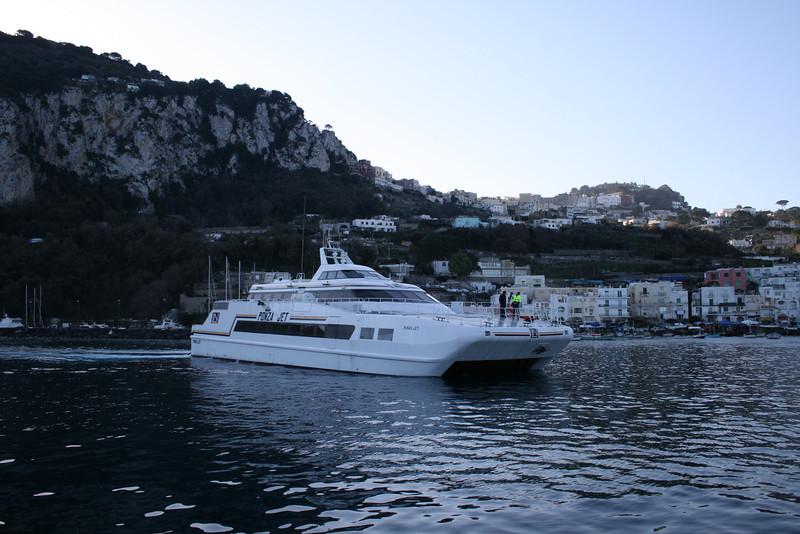 2008 - HSC PONZA JET arriving in Capri.