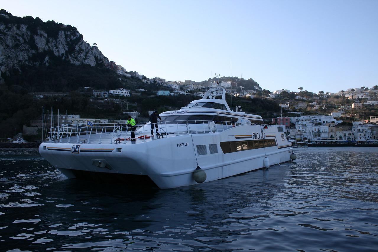 2008 - HSC PONZA JET approaching in Capri.