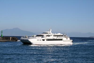 2011 - HSC PONZA JET arriving in Capri.