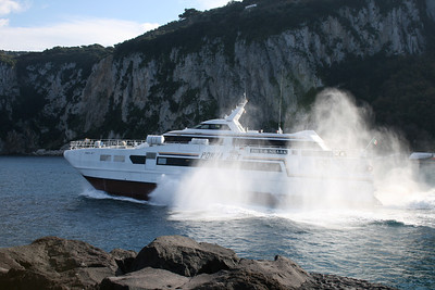 2010 - HSC PONZA JET departing from Capri.
