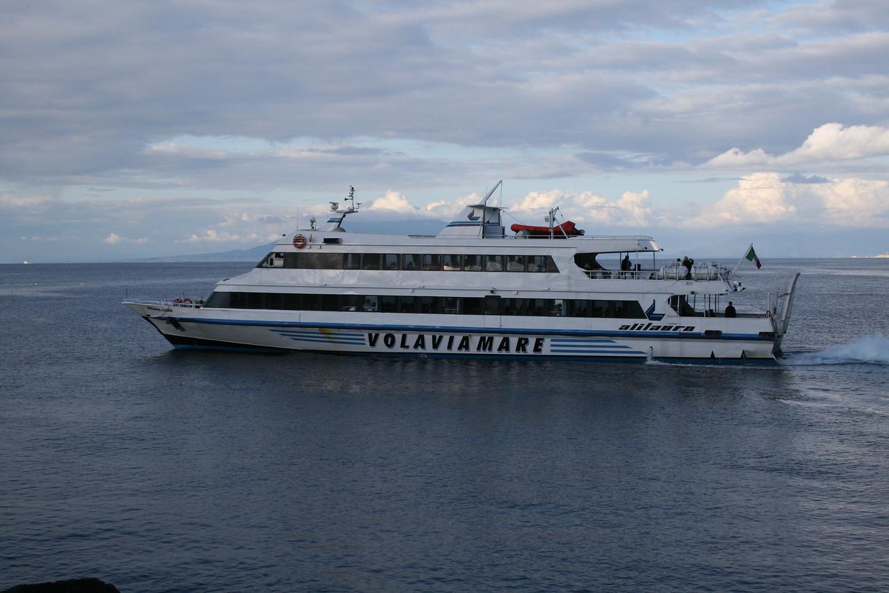 2008 - ROSARIA LAURO departing from Capri to Ischia.