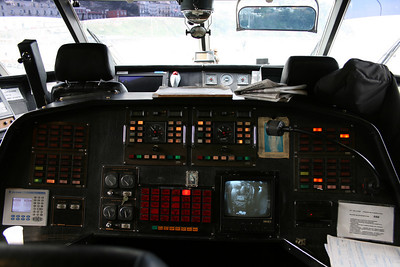 2011 - On board DSC SNAV ALCIONE : the bridge, engines' controls.
