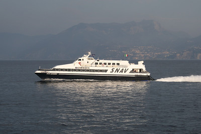 2010 - SNAV ANTARES in the gulf of Naples.