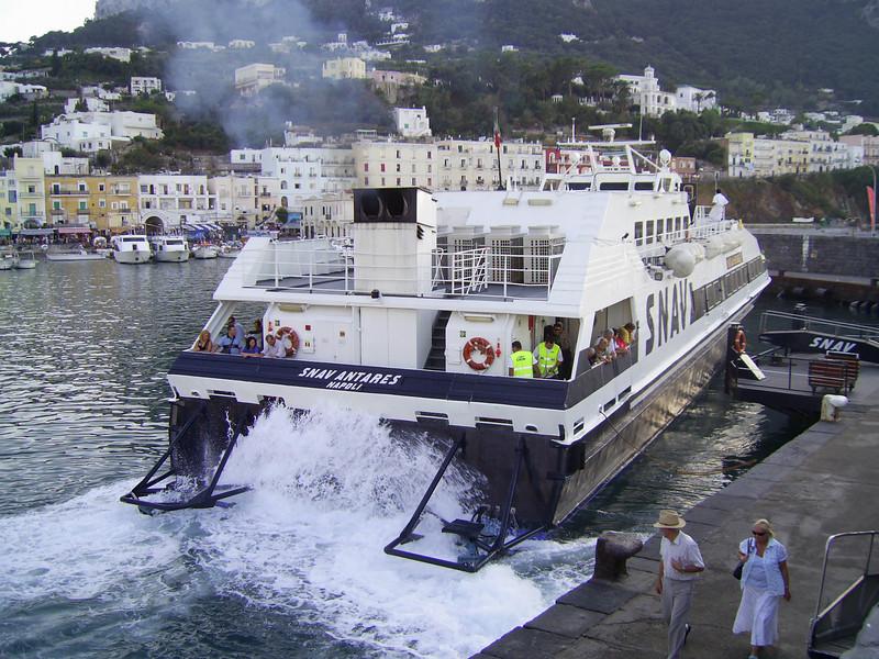 2007 - SNAV ANTARES unmooring in Capri.