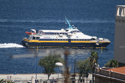 2010 - SNAV AQUARIUS arriving to Messina.