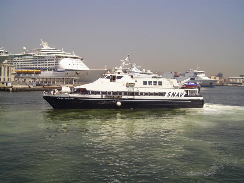 2007 - HSC SNAV AURORA maneuvering in Napoli.