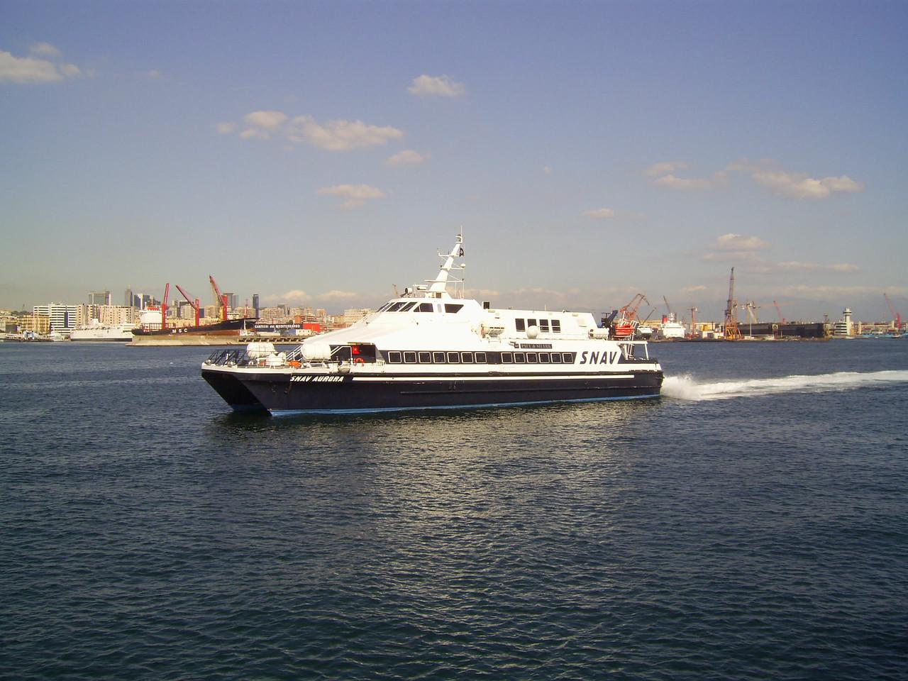 2010 - HSC SNAV AURORA arriving to Napoli.