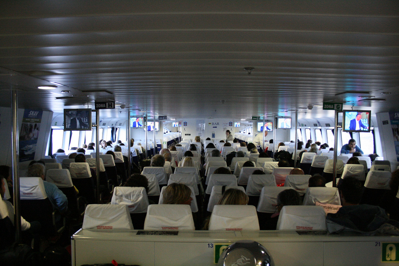 2008 - On board HSC SNAV ORION : main lounge.