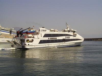 2010 - SNAV ORION maneuvering in Napoli.