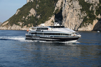 HSC SUPER FLYTE arriving to Capri.
