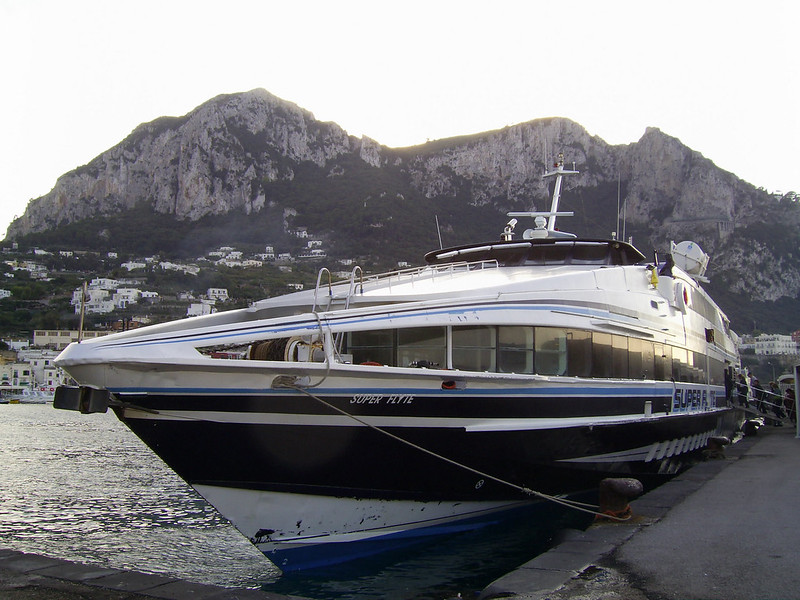 HSC SUPER FLYTE moored in Capri.