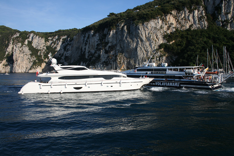 HSC SUPER FLYTE departing from Capri to Sorrento.